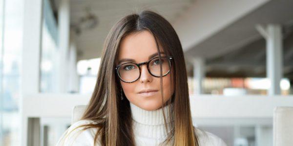 ポイントは顔の形と目!似合うメガネの選び方