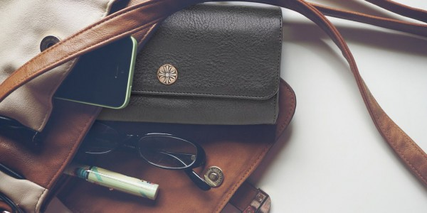 男性への財布のプレゼントはどっちにすべき?二つ折、長財布