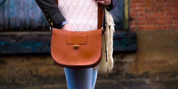 ご褒美バッグを買う前に!牛革素材の特徴とお手入れ方法をチェック!