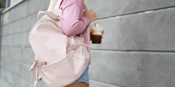 華やかでキュート、トレンドの「ピンク」はバッグで取り入れる!