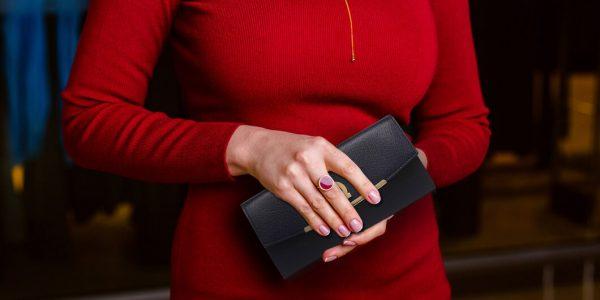 買うならミニ財布?長財布?それぞれのメリットデメリットを比較