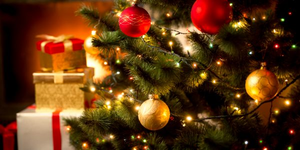 クリスマスカラーを意識したアイテムでホリデー気分を満喫しよう!